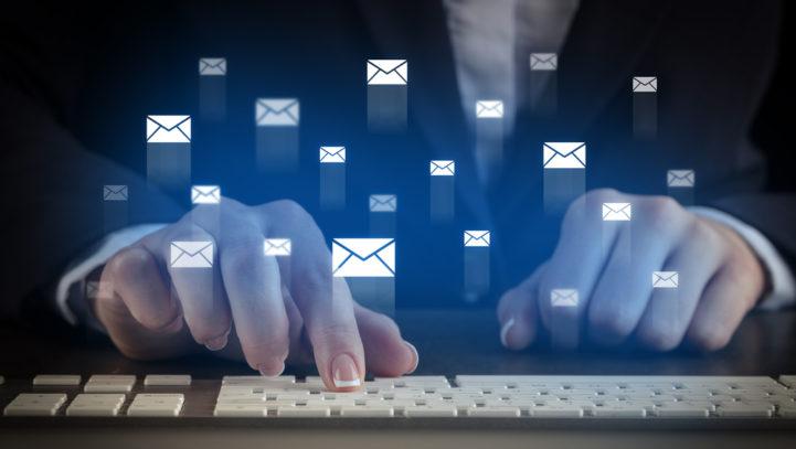 Czymożna wypowiedzieć umowę opracę poprzez e-mail?